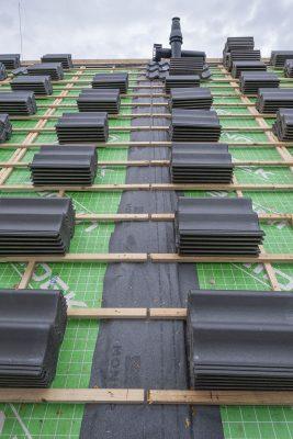 Weijerseikhout - Project Nunspeet - pannen liggen klaar